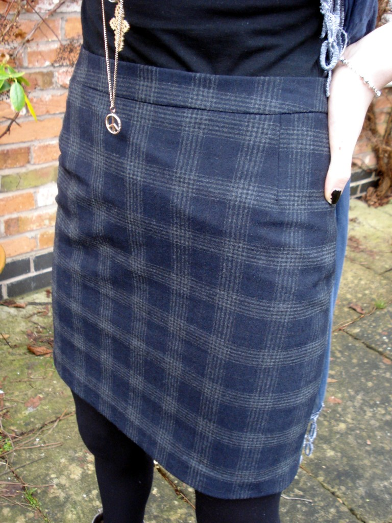 Fitted straight skirt